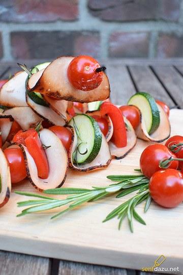 Rezept Putenspieße mit Putenbraten Aufschnitt, Tomaten und Zucchini