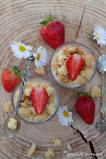 Rezept Quark-Erdbeer-Kuchen im Glas mit Streuseln