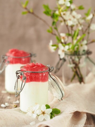 Rezept Quark-Mousse mit Rhabarber-Kompott