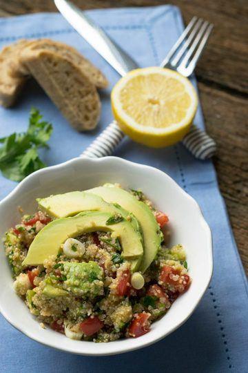 Rezept Quinoa Avocado Salat mit Tomaten und Zitronendressing