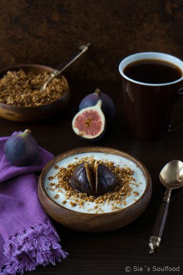 Rezept Quinoa-Knuspermüsli mit gerösteten Honig-Feigen
