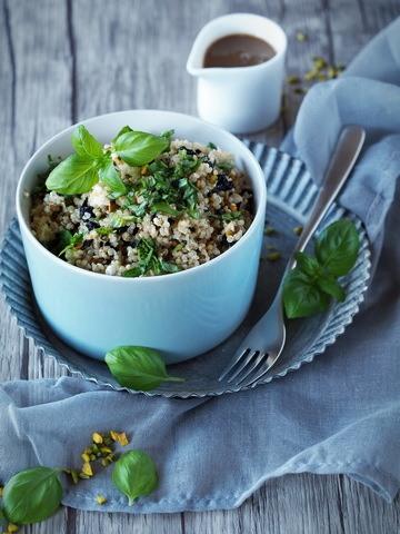 Rezept Quinoa-Salat mit Pistazien, Kirschen und Feta