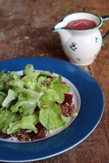 Rezept  Quinoa trifft Grünzeug mit Rote Bete-Avocado-Dressing