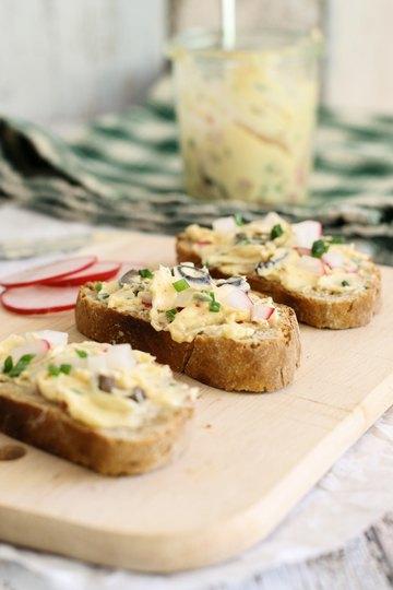 Rezept Radieschen-Oliven-Butter mit Schnittlauch
