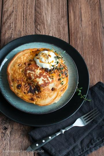 Rezept Rauchig-scharfe Pancakes mit Halloumi, Thymian und Chipotle