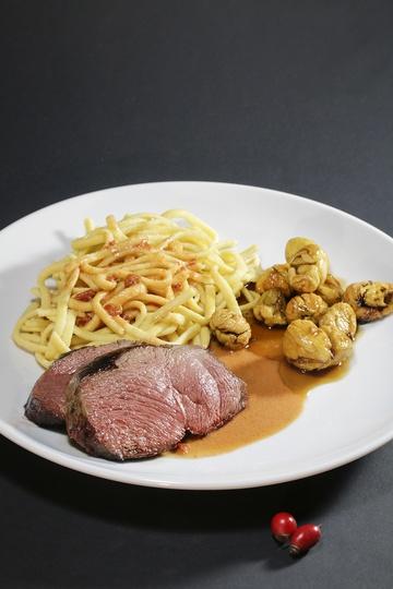 Rezept Rehsteak mit Hagebuttensauce und glasierten Maroni