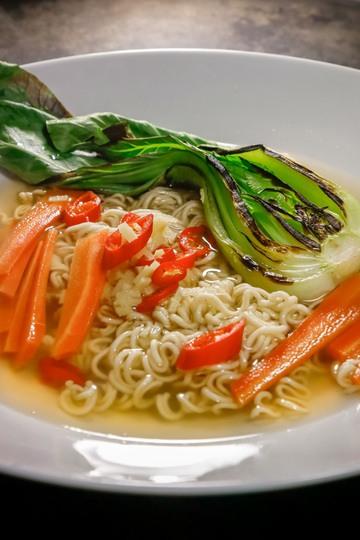 Rezept Rehsuppe mit Nudeln, Ingwer und Pak Choi