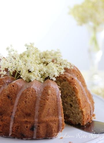 Rezept Rhabarber-Bundkuchen mit Holunderblütensirup