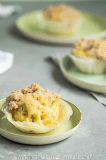 Rezept Rhabarber-Muffins mit Haferflocken-Streuseln