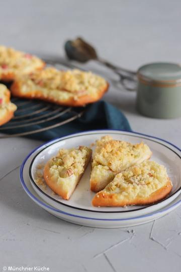 Rezept Rhabarber-Streusel-Taler mit Pudding