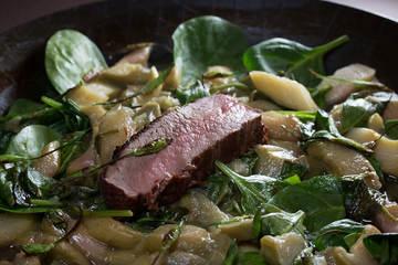 Rezept Rhabarbergemüse mit Spinat, Bärlauchknospe und Rotwild