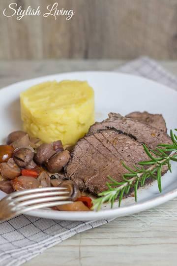 Rezept Rinderbraten in Rotweinsauce mit Gemüse und Rosmarin