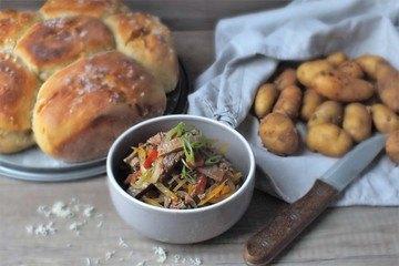 Rezept Rindfleischsalat mit Kartoffel-Meerrettichbrot