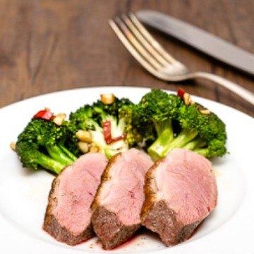 Rezept Rosa gebratene Entenbrust mit scharfen Broccoli
