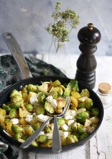 Rezept Rosenkohl Kartoffeln Pfanne mit Apfel und Fetakäse