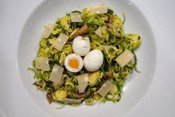 Rezept Rosenkohlnest mit Austernpilzen und Wachtelei