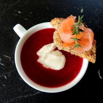Rezept Rote-Rüben-Meerettichsuppe mit Räucherlachs