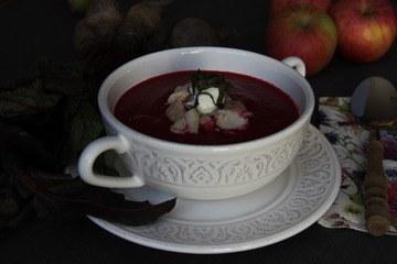 Rezept Rote-Rüben-Suppe mit geräuchertem Saibling