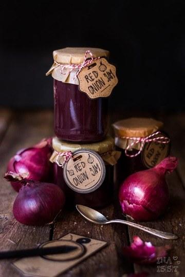 Rezept Rote Zwiebelmarmelade mit Rotwein und Thymian