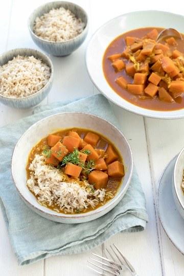 Rezept Rotes Curry mit Süßkartoffeln, Kokosmilch, Kurkuma & Limetten