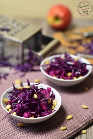 Rezept Rotkohl-Apfel-Salat mit Pinienkernen
