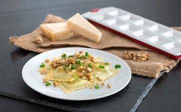 Rezept Rucola-Ricotta-Ravioli mit Walnuss-Pesto