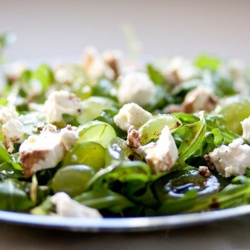 Rezept Rucola-Salat mit Trauben und Ziegenfrischkäse
