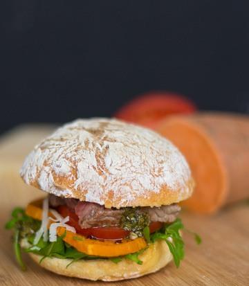 Rezept Rumpsteak-Süßkartoffel-Burger mit Chimichurri