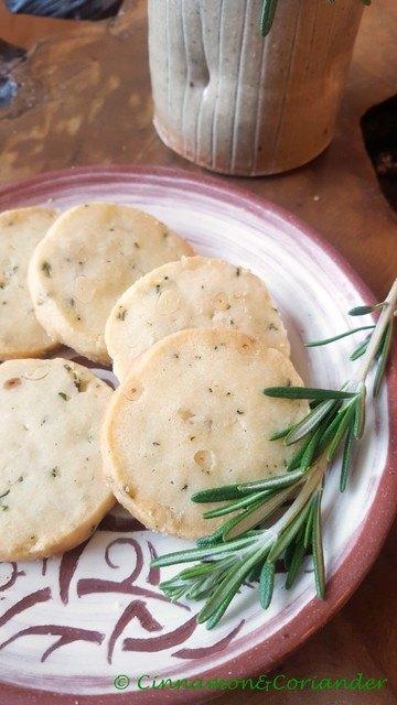 Rezept Sablé Kekse mit Pinienkernen, Rosmarin & schwarzem Pfeffer