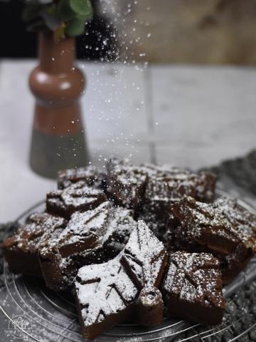 Rezept Saftiger Schokoladenkuchen in der Schneeflocke