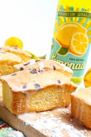 Rezept saftiger Zitronenkuchen mit Schokostückchen