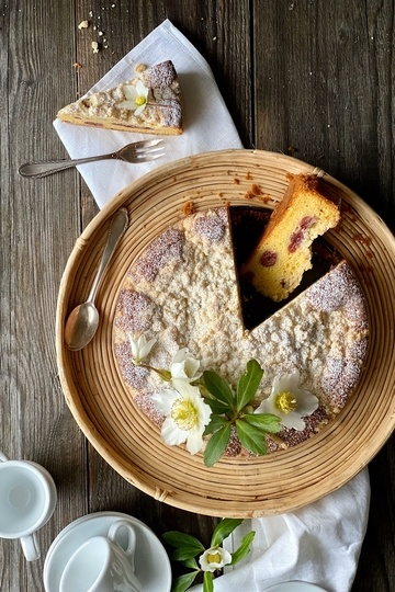 Rezept Sahne Rührkuchen mit Kirschen & Streusel