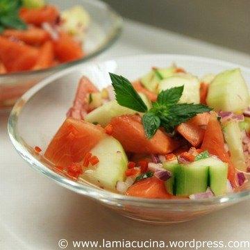 Rezept Salat aus Wassermelone, Gurke und Zwiebeln