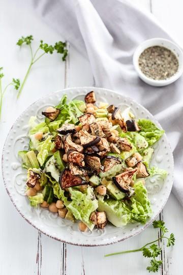 Rezept Salat mit Aubergine und Knoblauch-Basilikum-Dressing