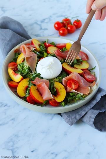 Rezept Salat mit Nektarinen, Serrano und Burrata