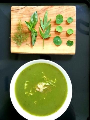Rezept Salatsuppe mit frischen Kräutern
