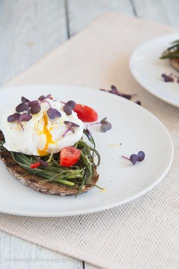 Rezept Sandwich mit Barba di frate, Tomate und pochiertem Ei