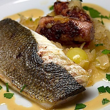 Rezept Sauerkraut mit Loup de mer, Fenchelsalsiccia und Calvados-Apfel-Sahne
