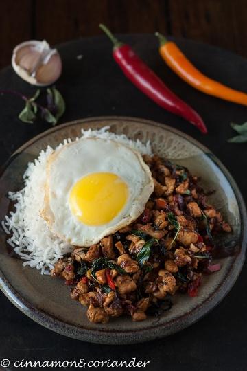 Rezept Scharfe Hähnchenpfanne mit Thai Basilikum und Chillies (Gai Pad Kra Pao)