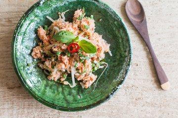 Rezept Scharfer Kokos-Räucherfisch-Salat