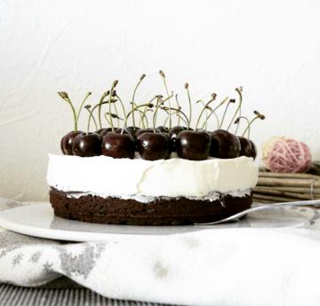 Rezept Schneewittchen-Torte: Brownie, Mascarpone, Kirsch