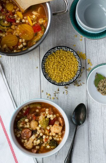 Rezept Schnelle Gemüsesuppe mit Nudeln für faule Tage