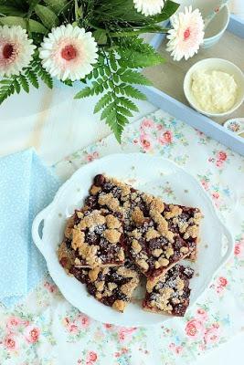 Rezept Schneller Kirsch-Blechkuchen mit Zimtstreuseln