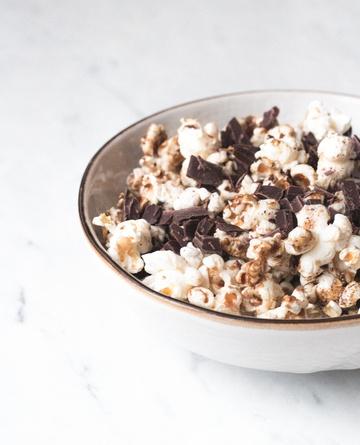 Rezept Schnelles Karamell & Chocolate Chip Popcorn