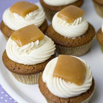 Rezept Schoko-Cupcakes mit Salzkaramell-Buttercreme und Sahnekaramellen