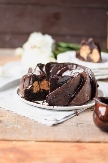 Rezept Schoko-Gugel mit Erdbutter-Cheesecake-Kern