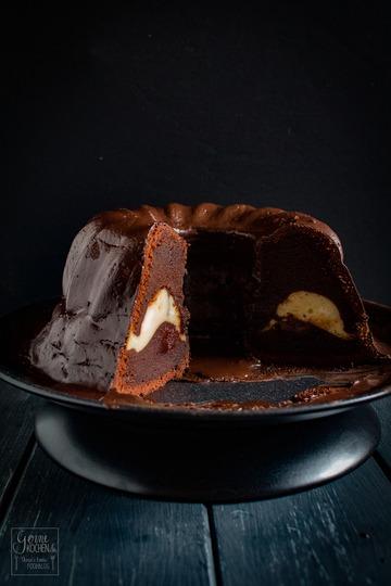 Rezept Schoko-Guglhupf mit Cheesecake-Füllung