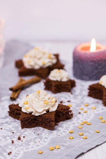 Rezept Schoko-Lebkuchen-Sterne mit Zimtsahne