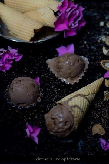 Rezept Schokoladeneis mit karamellisierten Walnüssen