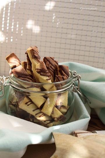 Rezept Schokoschleifen und Spritzgebäck